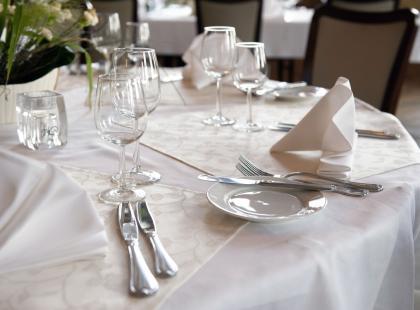 Jak nakryć stół na świąteczną kolację?