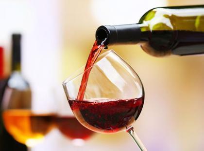 Jak nalewać wino?