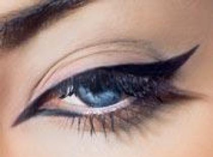 Jak narysować kreskę eye-linerem
