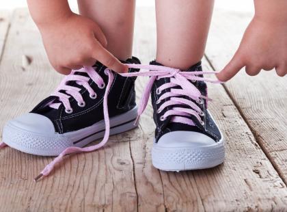 Jak nauczyć dziecko wiązać buty? To bardzo proste!