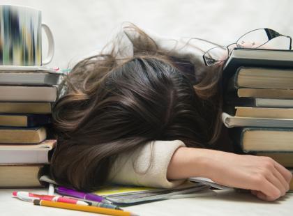 Jak nie być studenckim nieudacznikiem? Znamy skuteczne sposoby na przetrwanie akademickiego życia