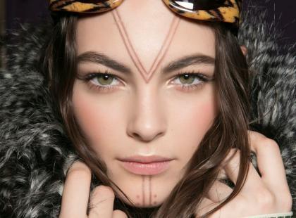 Jak nosić beżową szminkę?