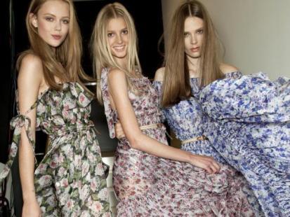 Jak nosić długie sukienki