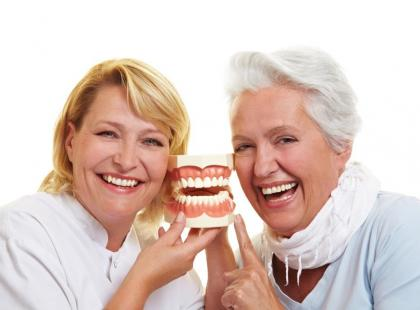 Jak odpowiednio dbać o protezę zębową?