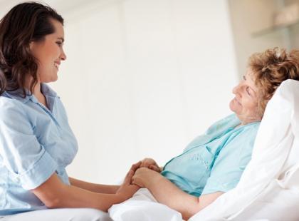 Jak opiekować się obłożnie chorą osobą?