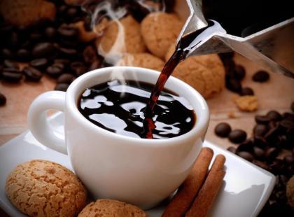 Jak parzyć kawę, aby nie tracić kofeiny?