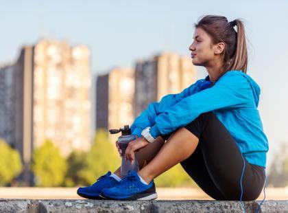 Jak pić przed, w trakcie i po treningu? Tylko praktyczne wskazówki