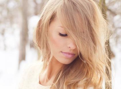 Jak pielęgnować włosy zimą?