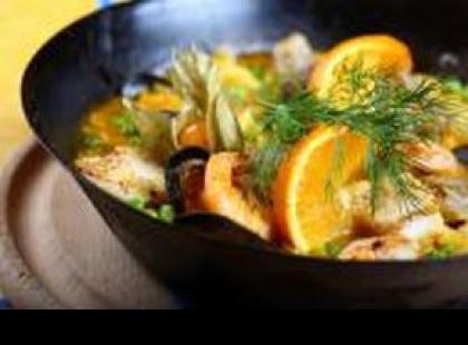 Jak po tajsku przygotować owoce morza z woka?