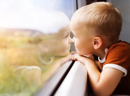 Jak podróżować pociągiem z małym dzieckiem?