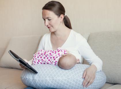 Jak poduszka może pomóc w karmieniu piersią?