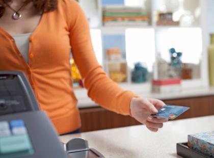 Jak Polacy płacą za zakupy – 4 typy postaw