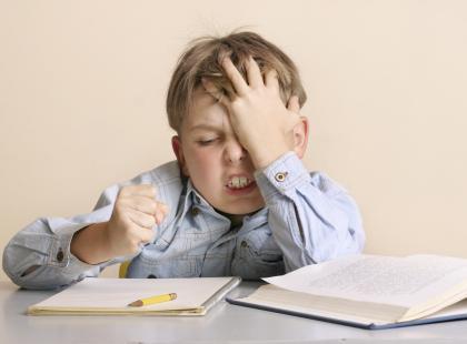 Jak pomagać w odrabianiu prac domowych najmłodszym