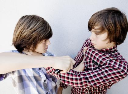 Jak pomóc dziecku, które jest agresywne wobec rówieśników?