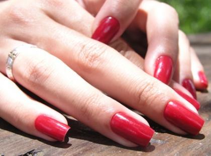Jak pomóc łamliwym i przebarwionym paznokciom