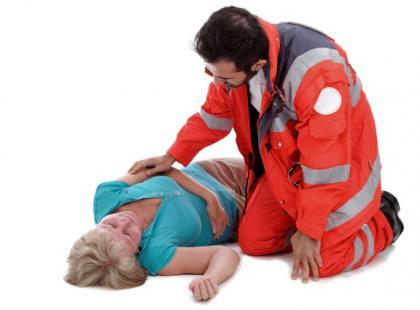 Jak pomóc osobie ze stymulatorem serca lub kardiowerterem-defibrylatorem?