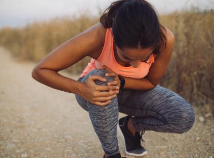 Jak poradzić sobie ze spuchniętym kolanem?