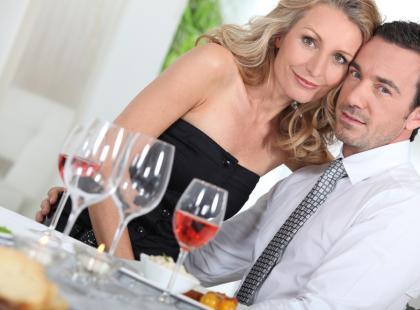 Jak posadzić gości przy stole?