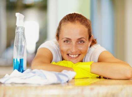 Jak posprzątać mieszkanie naturalnymi sposobami?