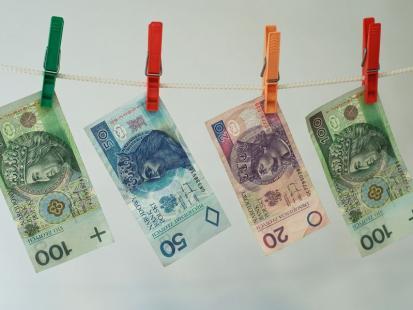 Jak poznać, że banknot jest fałszywy?