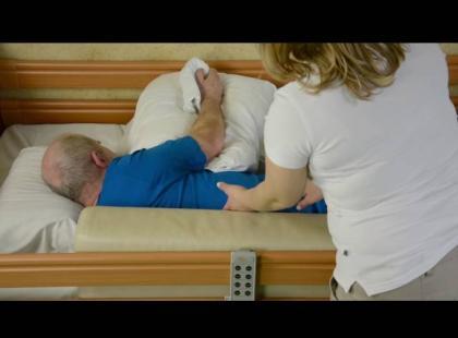 Jak prawidłowo układać chorego po udarze? Instruktaż video