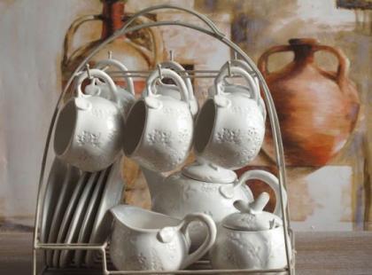 Jak przechowywać naczynia w kuchni