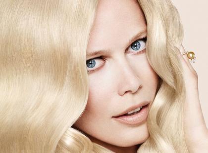 Jak przefarbować włosy na blond?