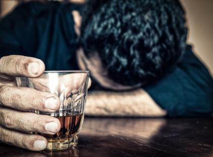 Jak przekonać alkoholika do podjęcia leczenia?