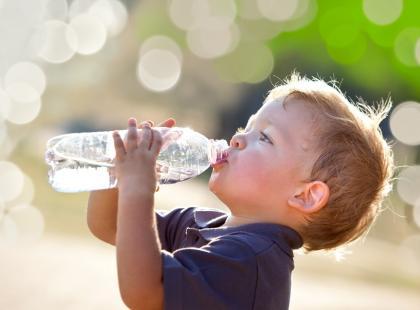 Jak przekonać dziecko do tego, by piło więcej wody? Żywiec Zdrój ma na to idealny sposób!