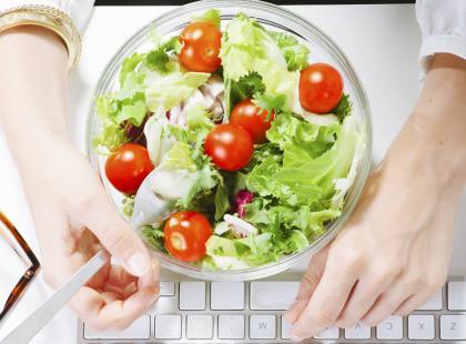 Jak przetrwać na diecie w pracy?