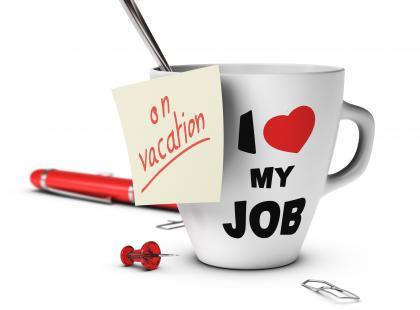 Jak przetrwać wakacje w pracy?