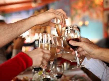 Jak przetrwać zakrapianą imprezę?