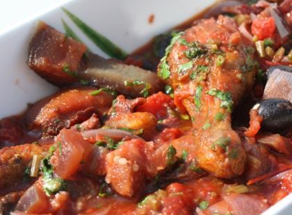 Jak przygotować kurczaka w sosie orzechowym?