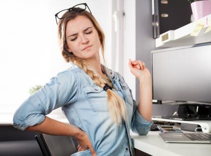 Jak radzić sobie z bólem w dole pleców?