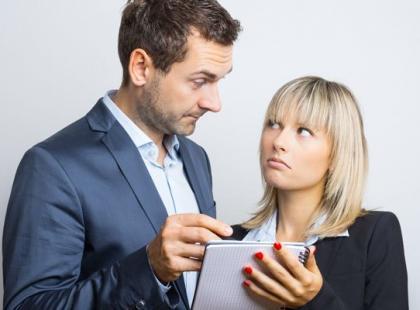 Jak radzić sobie z szefem, który wszystko kontroluje?
