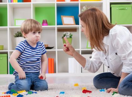 Jak reagować, gdy dziecko mówi brzydkie słowa?