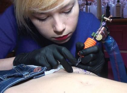 Jak robi się tatuaż?
