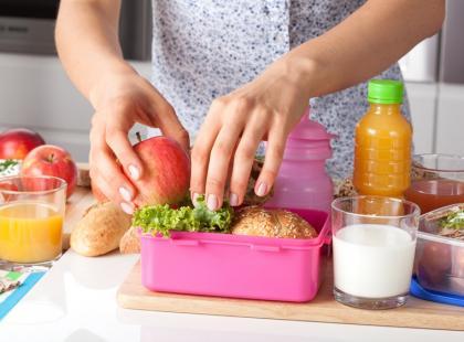Jak rodzic może dbać o zdrowe odżywianie dziecka w szkole?