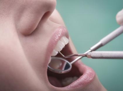 Jak rozpoznać afty w ustach?
