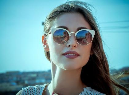 Jak rozpoznać czy okulary chronią przed słońcem?