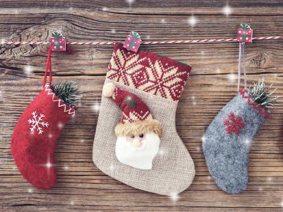 Jak samodzielnie uszyć skarpetkę do chowania prezentów?