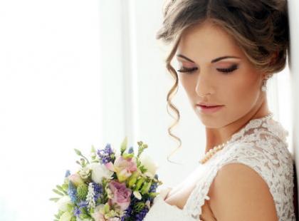 Jak samodzielnie wykonać perfekcyjny makijaż ślubny?