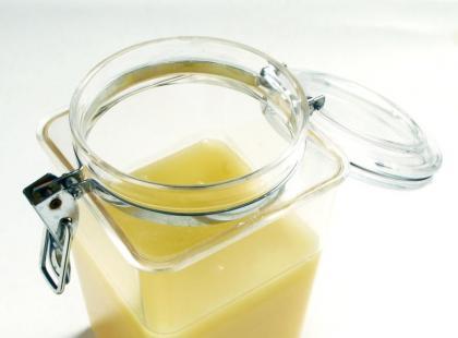 Jak sklarować masło?