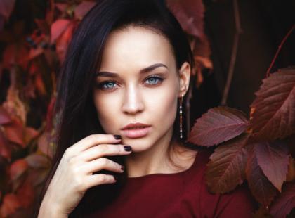 Jak skutecznie walczyć z przebarwieniami skóry jesienią?