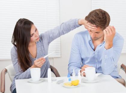 Jak sobie radzić z przeziębionym mężczyzną?