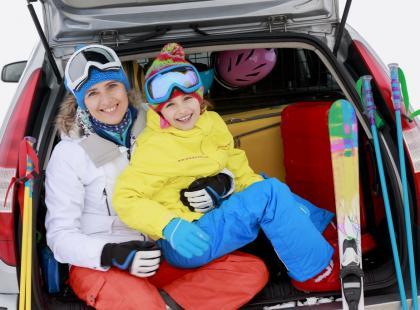 Jak spakować narty do samochodu?