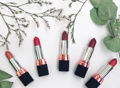 Jak sprawdziły się metaliczne szminki AVON True Luminous Velvet?