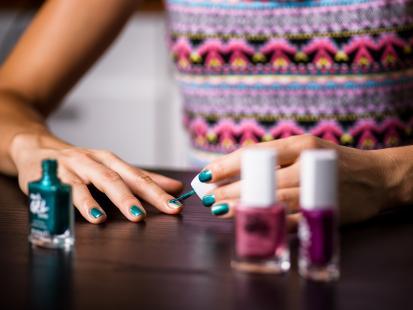 Jak sprawdziły się żelowe lakiery do paznokci i szminki z nowej kolekcji AVON?