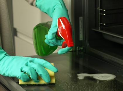 Jak sprawić, aby piekarnik lśnił czystością?