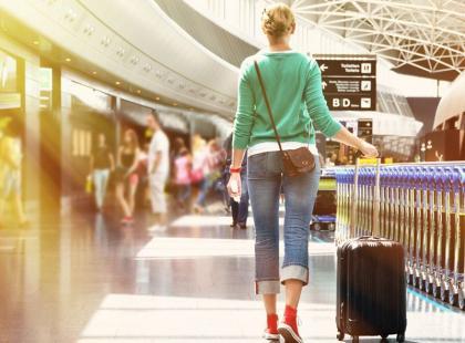 Jak szybko przejść przez bramki na lotnisku?